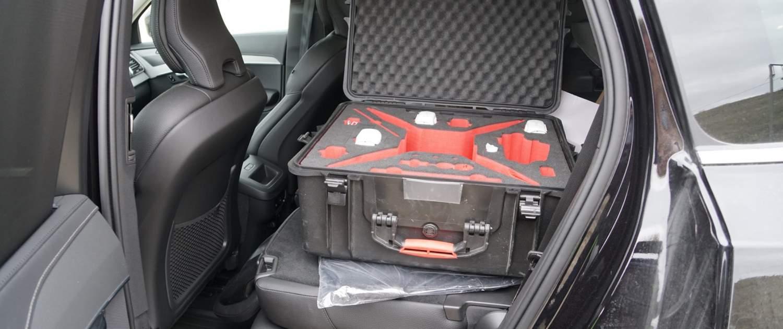 väska till p4 pro drönare inpackad i bilen