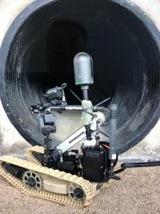 Blk360 är monterad på en robot för laserskanning av ett rör invändigt